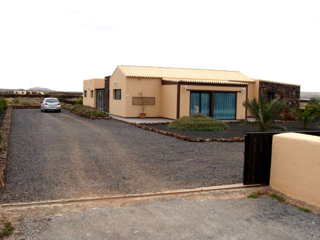 Superb luxury villa in Lajares with pool for sale