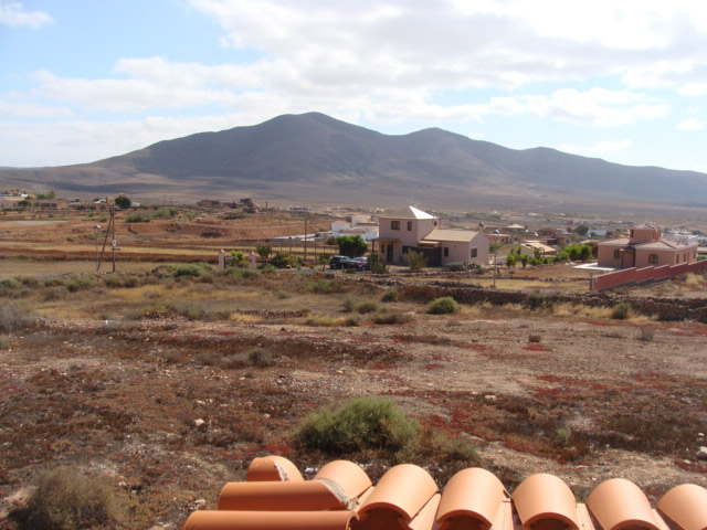 Sale of urban land in plot of 1.000 sqm in Triquivijate