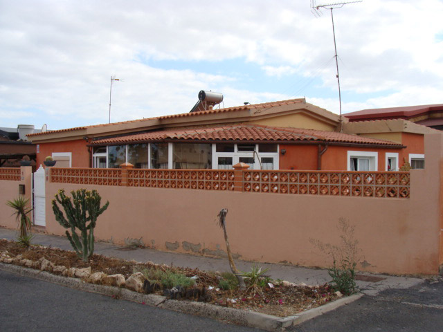 Nice villa for sale at Caleta de Fustes near beaches and Golf course