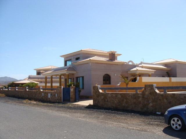 For sale! Luxury dream villa in front of the ocean at Las Salinas del Carmen, Fuerteventura