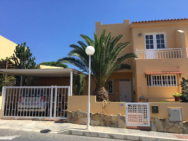 Nous vendons une jolie villa duplex à Urb. El Palmeral dans le Parque Holandes