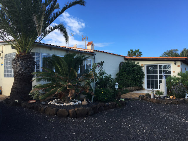 We sale a nice Villa with seperate guesthouse close to the beaches of Corralejo