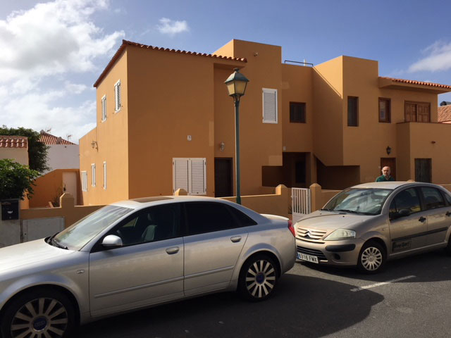 We sell a spacious house with pool at Caleta de Fustes on Fuerteventura