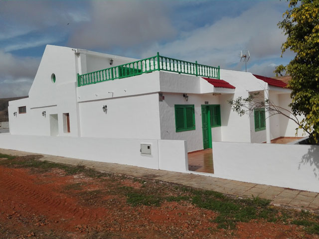 We sell a very spacious house with sea view in the village Los Estancos Fuerteventura