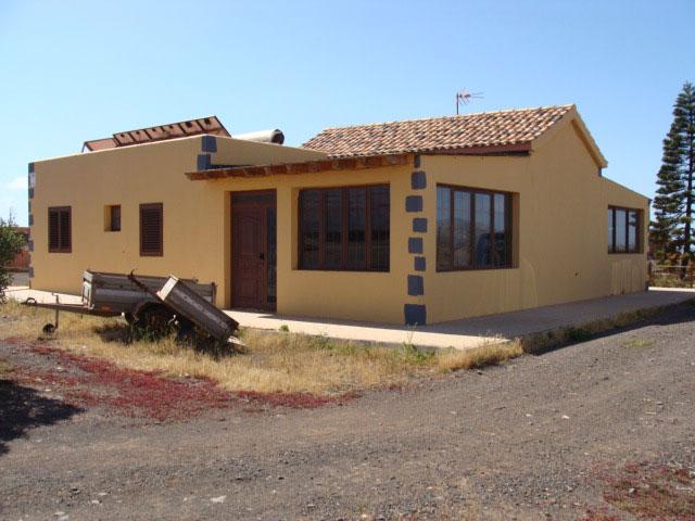 For sale! Typical canarian Finca in the village of La Ampuyenta on Fuerteventura