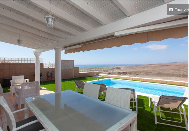 For sale!  A beautiful villa with pool, sea views and views to the golf course of Caleta de Fustes