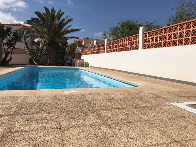 For sale! Semi-detached house with pool in one of the best locations of Corralejo