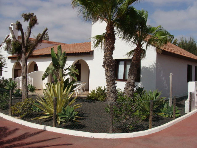 For sale! A pretty bungalow with shared pool at Parque Holandes in Fuerteventura