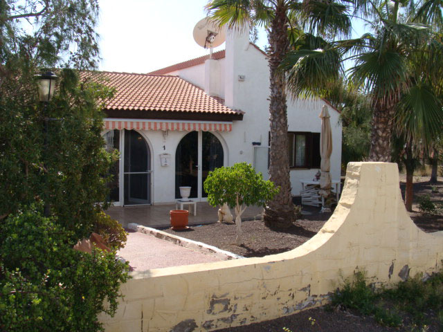 For sale! Beautiful bungalow with pool in the urbanization of Parque Holandes on Fuerteventura