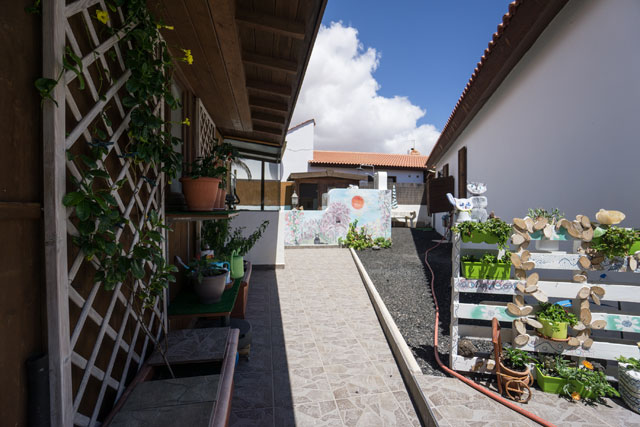 For Sale! Beautiful bungalow with communal pool in Parque Holandes!