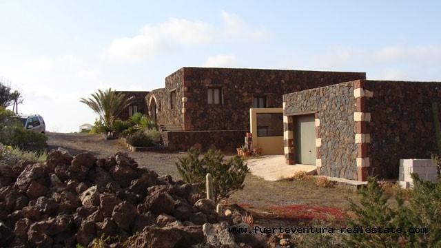 For sale! A unique villa with sea views in a very good location of Villaverde!