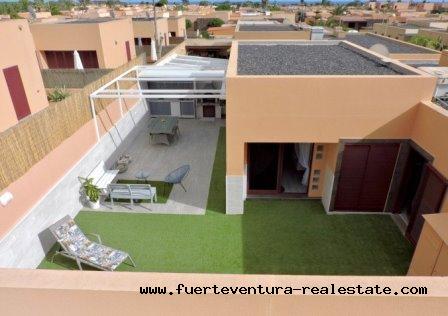 À vendre! Une villa spectaculaire dans le quartier résidentiel de Tamaragua, près de Corralejo.