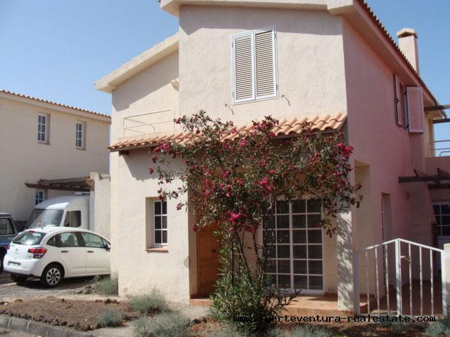 Im Verkauf! Eine neu renovierte Villa mit Gemeinschaftspool im Parque Holandes, Fuerteventura