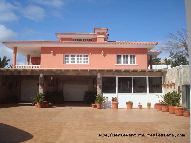 For Sale! Spectacular chalet in upper area of Parque Holandés!