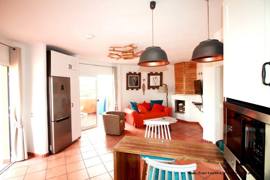 Im Verkauf! Eine schöne Wohnung in Corralejo in einer Wohnanlage mit Gemeinschaftspool.