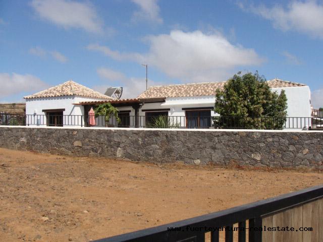 Te koop! Nieuwe villa met fantastisch uitzicht in het dorp Villaverde, Fuerteventura