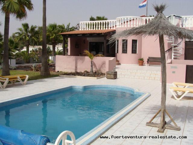Im Verkauf!  Gediegene Villa mit unverbaubaren Meerblick in Parque Holandes, Fuerteventura