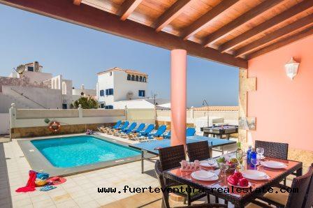 Im Verkauf! Elegante Villa in Corralejo mit Blick auf das Meer!