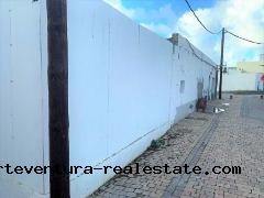 Im Verkauf! Ein Baugrundstück von 257 m2 im Zentrum von El Cotillo.