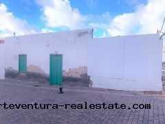 For sale an urban plot of 257 sqm in the Center of El Cotillo.