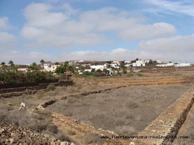 A vendre! Un terrain de 6288 m2 à Villaverde surplombant la mer et lîle de Lanzarote.