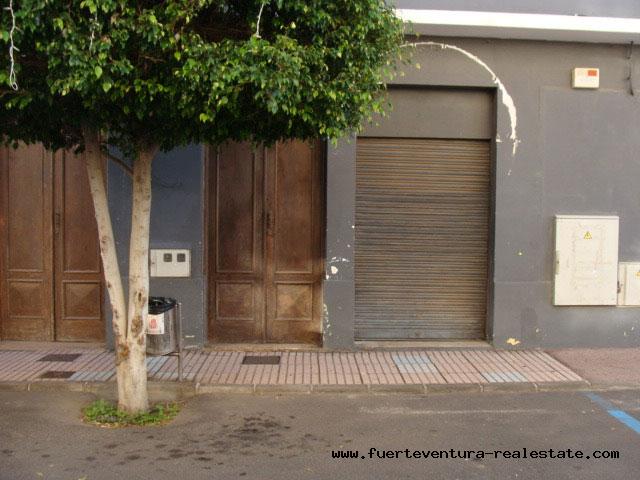 Te koop! Een commercieel locaal in de beste zone van Puerto del Rosario op Fuerteventura