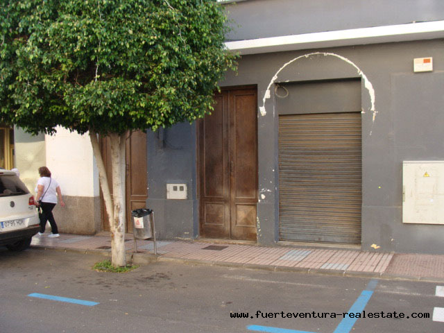 For sale! A commercial property in the best comercial area of Puerto del Rosario on Fuerteventura