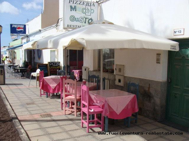 Te huur! Een pizzeria op een bevoorrechte locatie en zeer goed ingeburgerd in het dorp La Oliva