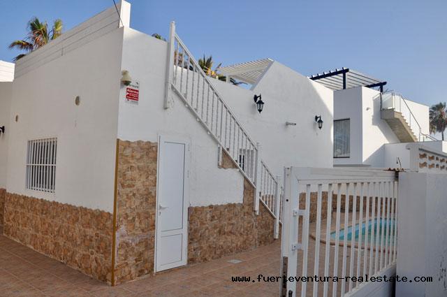 A vendre! Belle maison avec piscine dans un endroit populaire de Corralejo à Fuerteventura