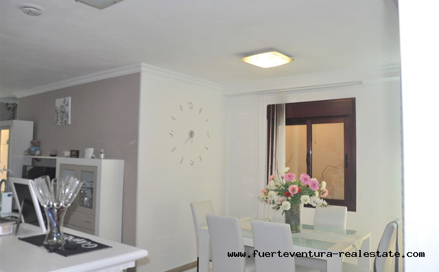 For sale! Fantastic 2 bedroom apartment with large terrace and sea views in Corralejo!