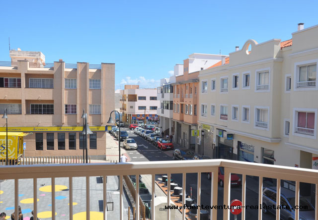 For sale! Nice apartment on the first floor with balcony, in the center of Corralejo!