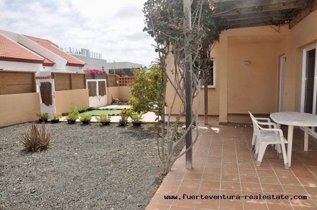 For sale! A beautiful villa in the exclusive residential area of Las Pergolas III in Corralejo.