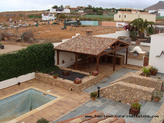 For sale! Great house in the village Los Estancos with stunning views.