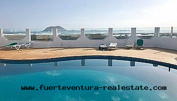 Te koop! Prachtige villa in Corralejo met uitzicht op zee