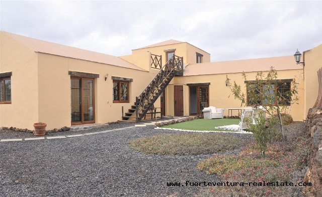 À vendre! Une maison de campagne de style canarien dans le village de Villaverde.