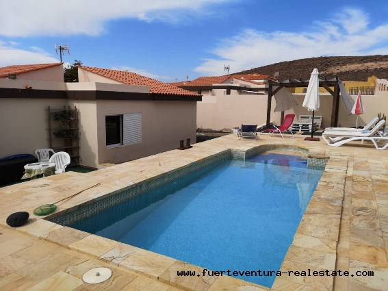 For sale! Beautiful villa with pool in Parque Holandes