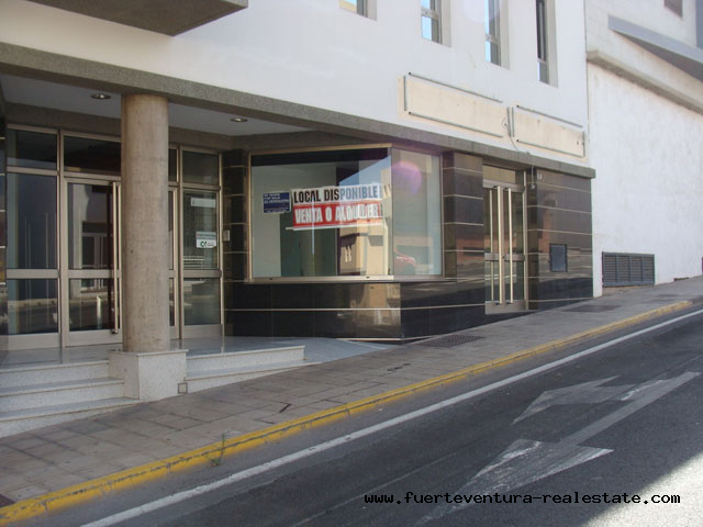 For sale! Commercial store in Puerto Del Rosario in a very good location.