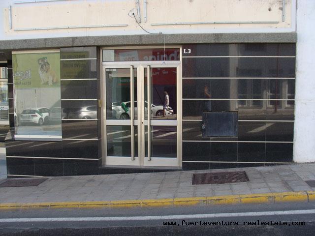 En vente! Magasin commercial à Puerto del Rosario dans un très bon emplacement.