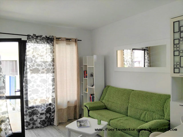 À vendre! Appartement confortable avec terrasse privée, dans une résidence avec piscine communautaire.