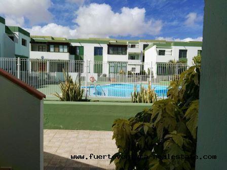 Te huur! Mooi appartement met zonnig terras en gemeenschappelijk zwembad in de urbanisatie Fuerte Sun in het Parque Holandes