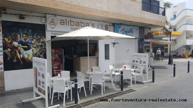 Here is a unique opportunity to take over a gastronomic restaurant in the pedestrian area of Corralejo