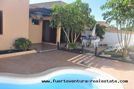 En vente! Belle villa dans lurbanisation La Capellania-Tamaragua, près de Corralejo.