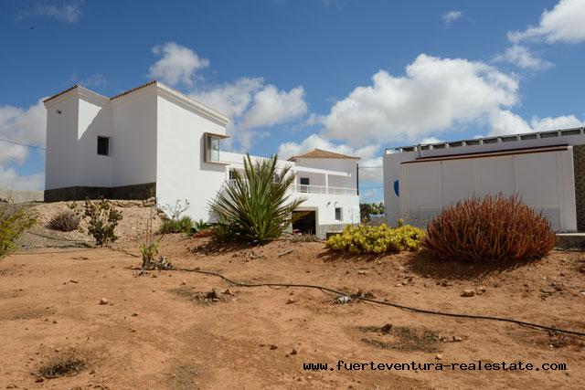 Te koop! Een moderne villa met zwembad in La Asomada