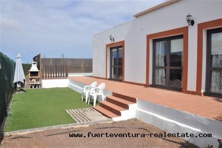 Te koop! Prachtige nieuwe villas in het dorp Villaverde op Fuerteventura!