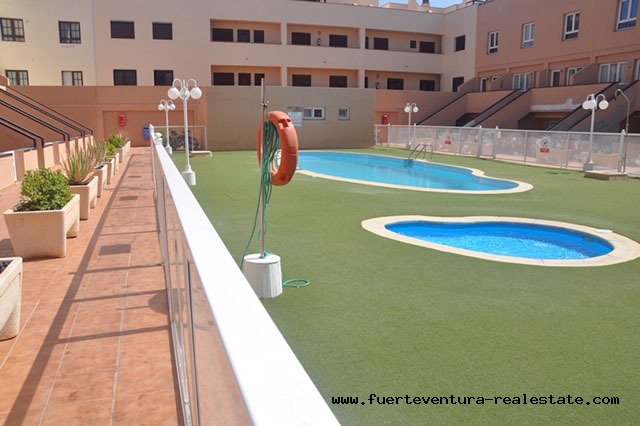 For sale! Beautiful apartment with sea views in one of the few complexes with pool in the area of Bristol, Corralejo.