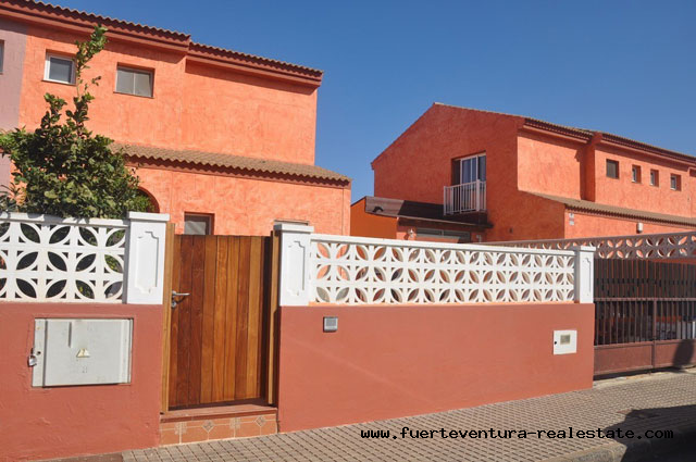 For sale! Large villa in the urbanization Miralobos, not far from the center of Corralejo.