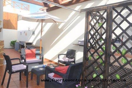Im verkauf ! Schönes, voll möbliertes Doppelhaus und Gemeinschaftspool in der Wohnanlage Pueblo Canario in Tamaragua.
