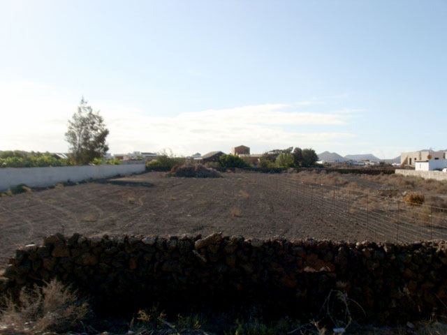 We sell an urban plot with panoramic views in the village of Lajares
