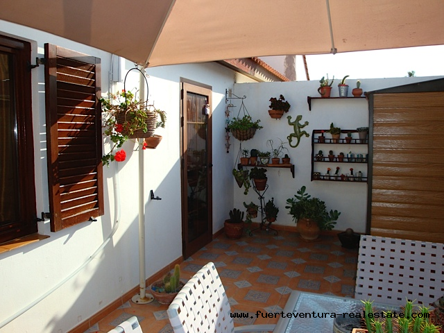 For sale! Charming terraced house in the urbanization Parque Holandes.