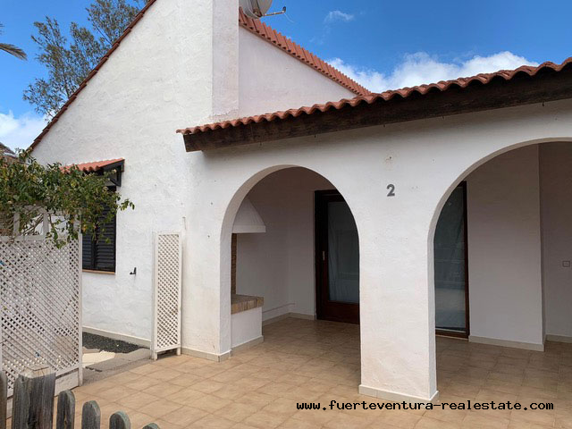 pretty bungalow with communal pool is being sold in Parque Holandes on Fuerteventura